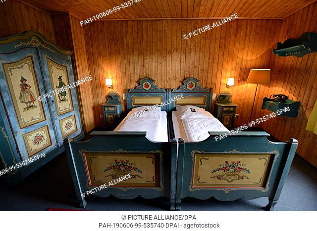 "26 May 2019, Rhineland-Palatinate, Hillesheim: The original bedroom of the forester's lodge of the well-known TV series """"Murder with a View"""""