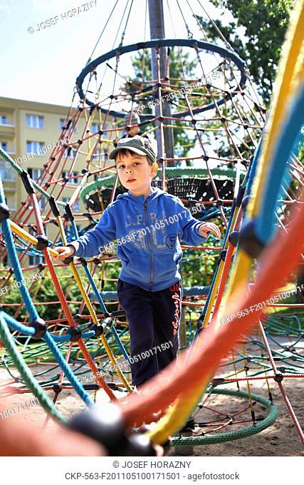 A boy on the playground CTK Photobank / Josef Horazny , MR