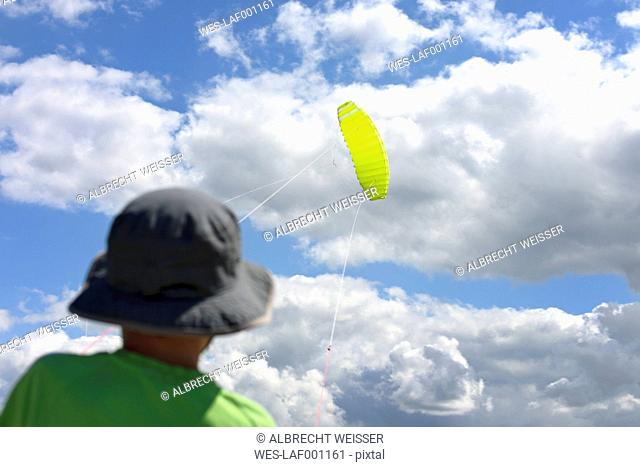 France, Bretagne, Finistere, boy with kite