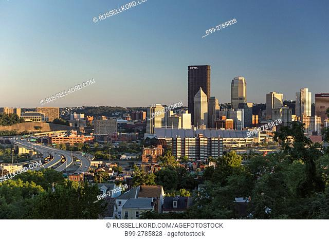 DOWNTOWN SKYLINE FROM FINEVIEW OVERLOOK PITTSBURGH PENNSYLVANIA USA