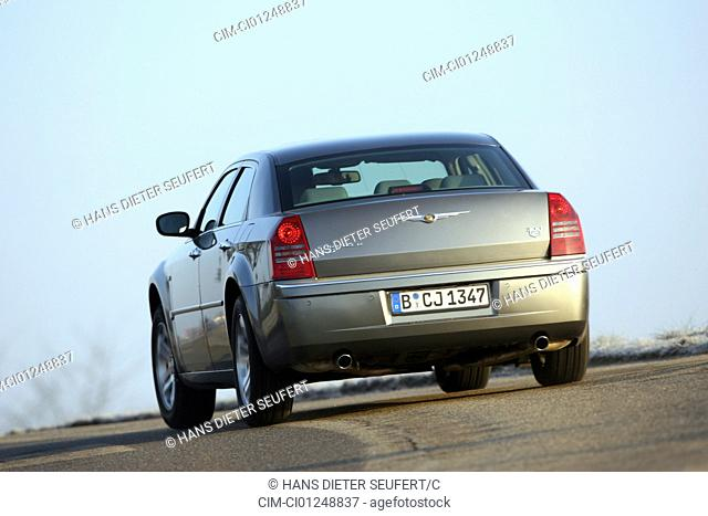 Chrysler 300 C CRD, model year 2005-, silver/anthracite, driving, diagonal from the back, rear view, country road