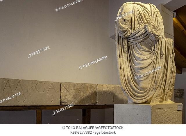 estatua togada procedente del Foro, siglo I, Museo-Centro de Interpretación del parque arqueológico de Segóbriga, Saelices, Cuenca, Castilla-La Mancha, Spain