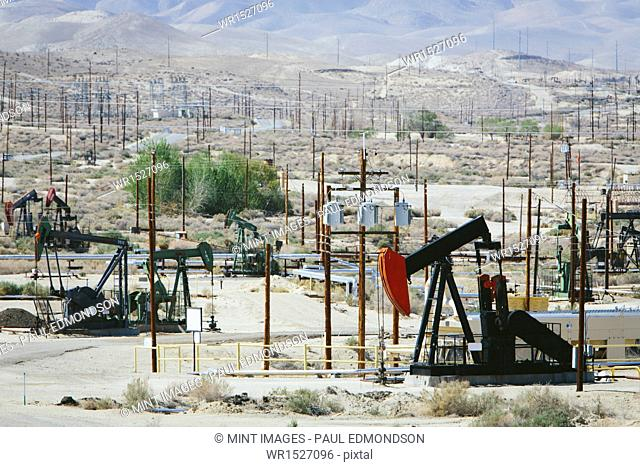 Crude oil extraction from Monterey Shale near Bakersfield, California, USA