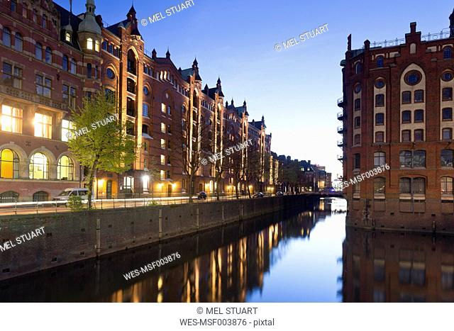 Germany, Hamburg, Warehouses at Hollaendischbrookfleet in Speicherstadt
