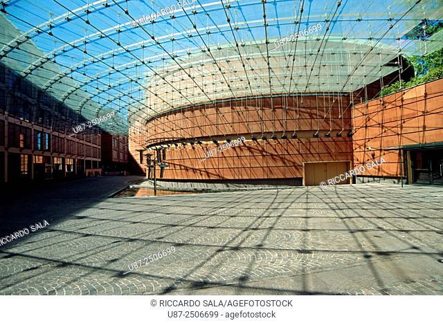 Italy, Lombardy, Lodi, Seat of the Banca Popolare Italiana by Architect Renzo Piano, Water Flower Fountain by Susumu Shingu