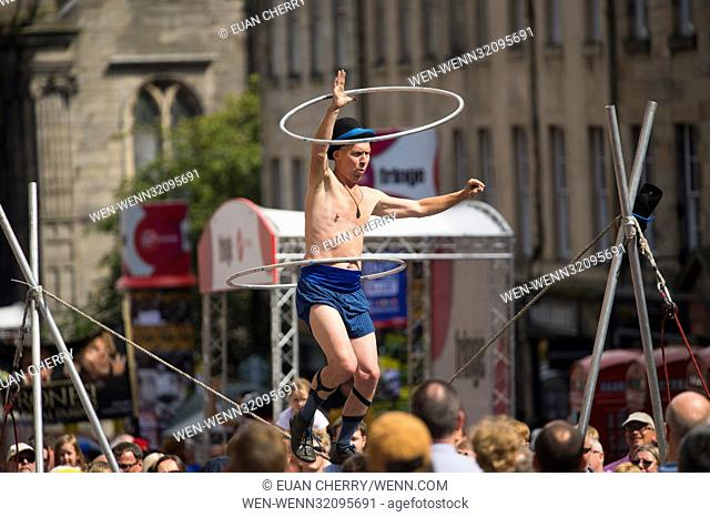 Street Performers and artists perform on the Royal Mile during the Edinburgh Fringe Festival Featuring: Street performers Where: Edinburgh