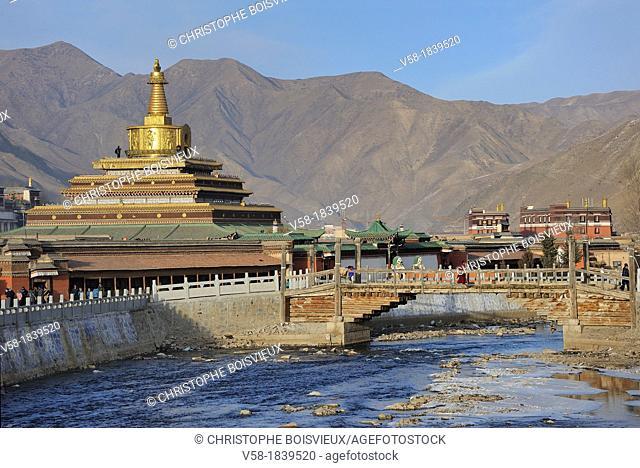 China, Gansu, Amdo, Xiahe, Monastery of Labrang Labuleng Si, Sang chu Xiahe river and Gongtang chorten