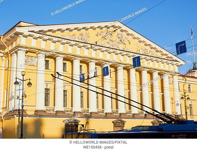 Trolley bus passing the Admiralty building, completed in 1823 by Adrian Zakharov, St Petersburg, Russia