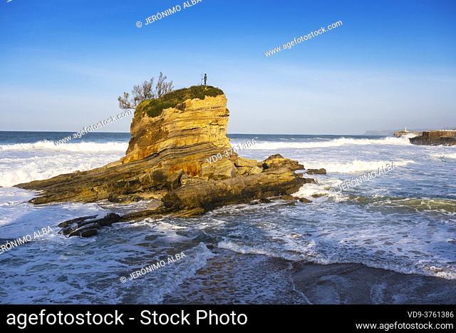 El Camello Beach & Mouro Island. Santander, Cantabrian Sea, Cantabria, Northern Spain, Europe