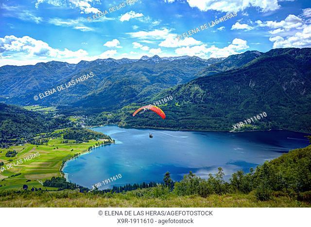 Paraglider over the Bohijn lake, in Bohinj, Gorica region, Triglav National Park, Bohinj, Slovenia, Balkans states