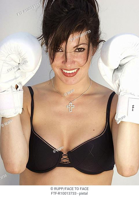 Brunette woman with boxing gloves, Clear the ring