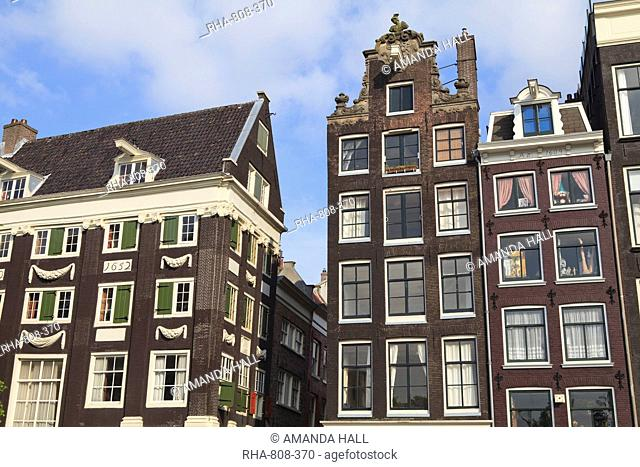 Gabled houses dating from the 17th century, Amsterdam, Netherlands, Europe