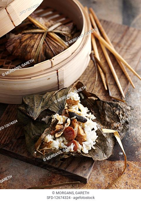Steamed glutinous rice packets (China)