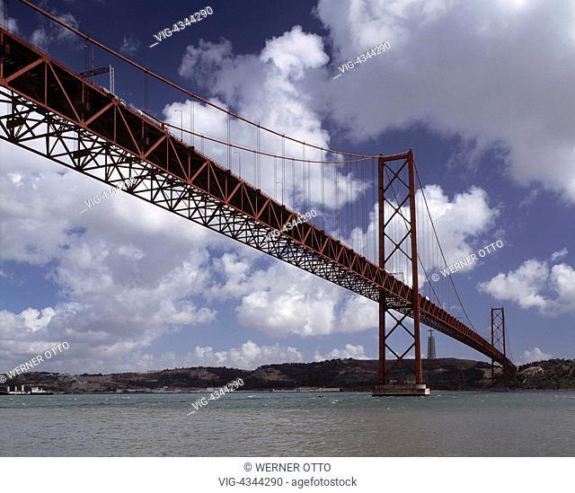 Portugal, P-Lissabon, Bruecke des 25. April, Tejo-Bruecke, Haengebruecke, Christus-Statue, Cristo Rei Portugal, P-Lisbon, Ponte 25 de Abril, Tejo Bridge