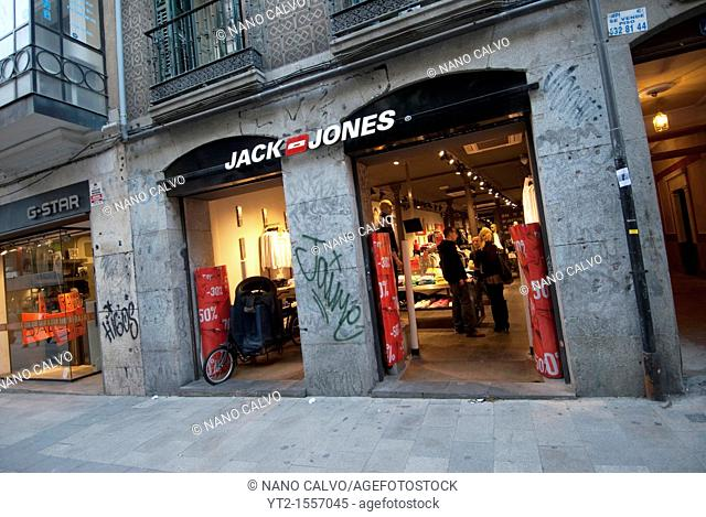 The Fuencarral street, next to Chueca and Gran Via, has become a landmark of modernity, fashion and design in Madrid, being like the city¥s version of London...