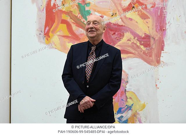 06 June 2019, Bavaria, Munich: The artist Georg Baselitz stands in front of one of his works in the Pinakothek der Moderne