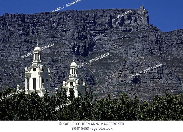 Towers of the St. George's Cathedral in front of Table Mountain, Cape Town, Cape Province, South Africa