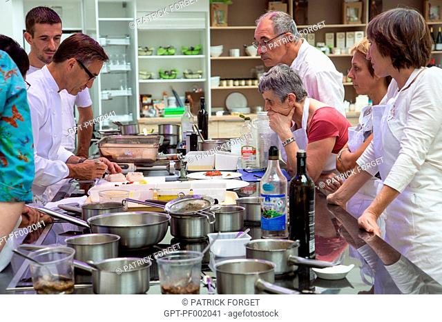 PREPARATION OF COD-FISH LOIN WITH ROASTED EGGPLANT DIP AND MUSHROOMS, ORIGINAL CUISINE WITH LAURENT CLEMENT, COOKING CLASSES, 11 COURS GABRIEL, CHARTRES