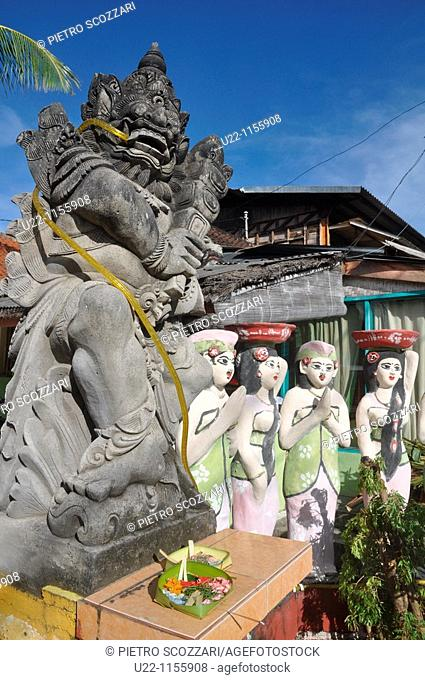 Legian (Bali, Indonesia): statues at the entrance of a guest-house