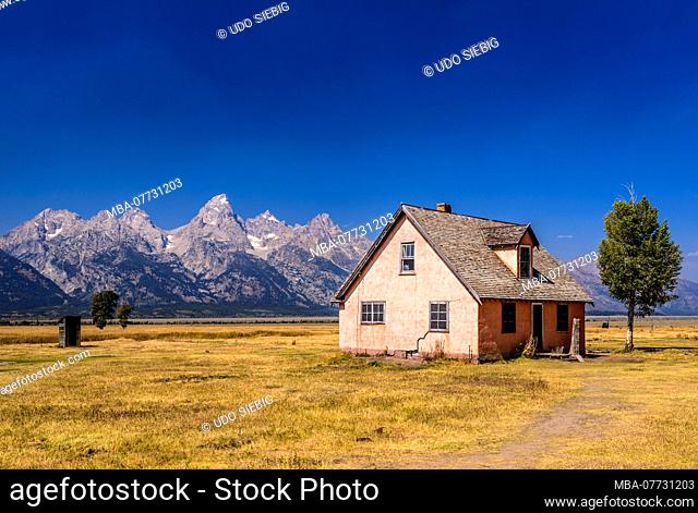 The USA, Wyoming, Grand Teton Nationwide park, mosses, Moulton Homestead Historical Site in front of Teton Range