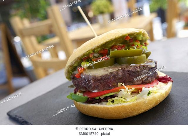 Hamburger with lettuce and spicy pickle