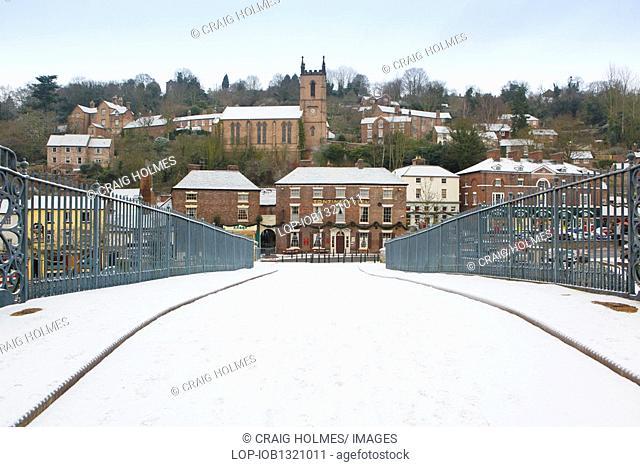 England, Shropshire, Ironbridge, Snow covering the Iron Bridge in Ironbridge, Telford, during Winter