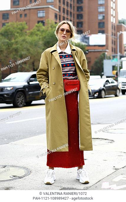 Rebecca Laurey posing on the street during New York Fashion Week - Sept 11, 2018 - Photo: Runway Manhattan ***For Editorial Use Only?*** | usage worldwide