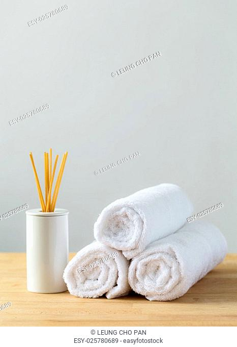 Home diffuser and white towel