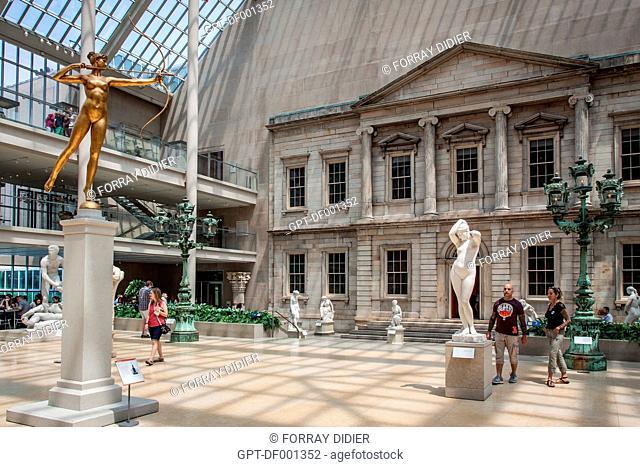 SCULPTURE GARDEN AT THE NEW YORK METROPOLITAN MUSEUM OF ART, UPPER EAST SIDE, MANHATTAN, NEW YORK CITY, STATE OF NEW YORK, UNITED STATES, USA
