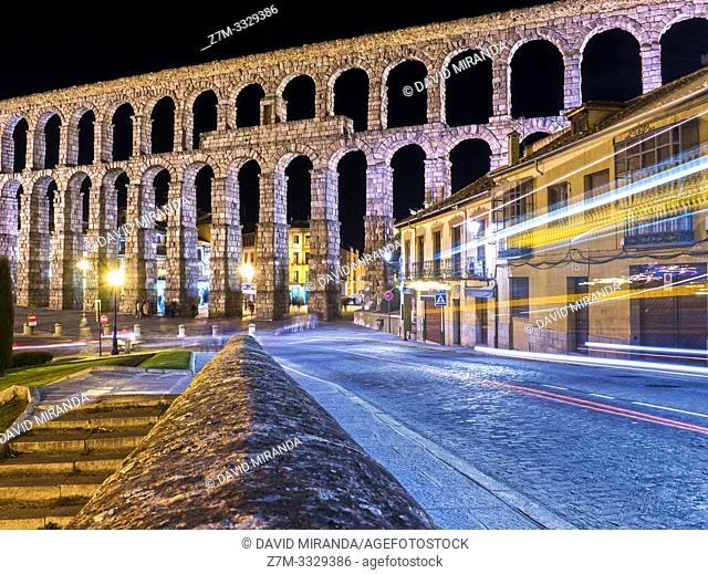 Acueducto de Segovia de noche. España
