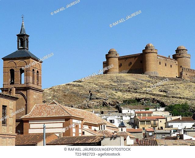 La Calahorra Granada- España  Castillo de La Calahorra junto al pueblo del mismo nombre en la Comarca del Marquesado del Zenete  Castillo de La Calahorra near...