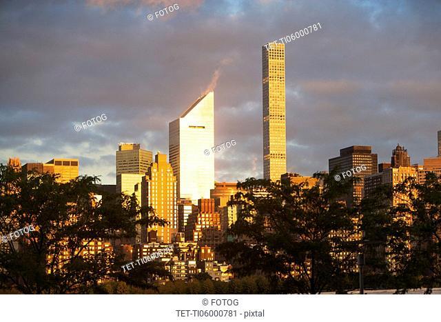 USA, New York State, New York City, Manhattan, City with overcast sky