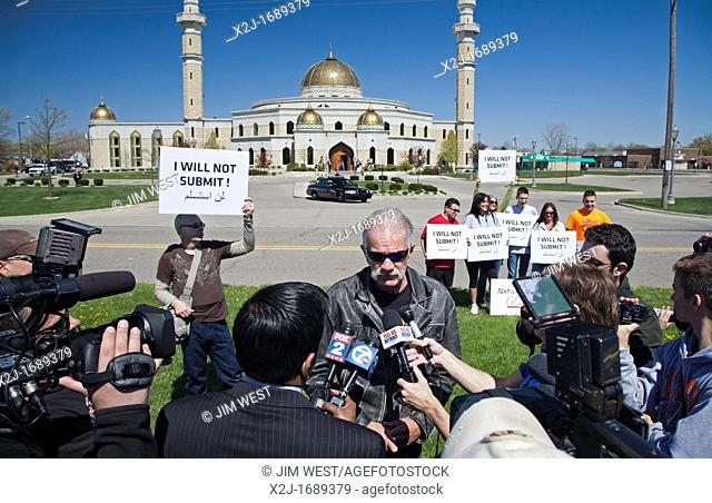 Dearborn, Michigan - Florida pastor Terry Jones holds a rally against Islam in front of the Islamic Center of America