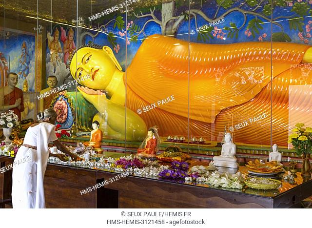 Sri Lanka, North Central Region, Anuradhapura, listed as World Heritage by UNESCO, lady offering lotus in Ruwanwelisaya dagoba