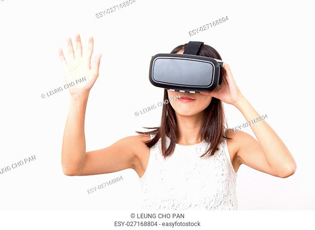 Woman experience with virtual reality