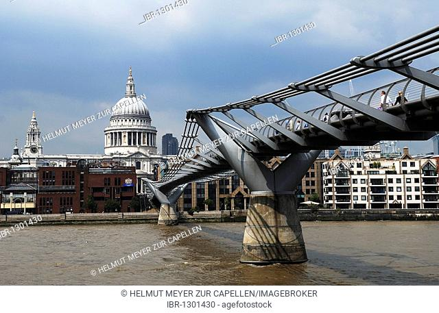Millennium Bridge, 95 Queen Victoria Street, in the back St. Paul's Cathedral, St. Paul's Churchyard, London, England, United Kingdom, Europe