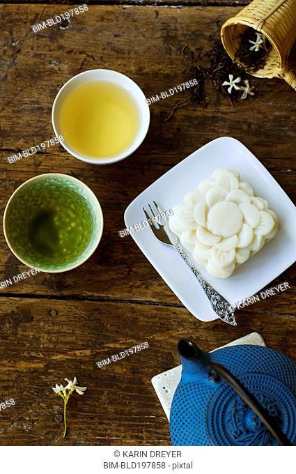 Jasmine tea and rice cake