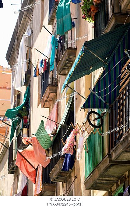 Spain, Catalonia, Barcelona, El Raval area, Carrer de Sant Bartomeu, laundry drying at windows