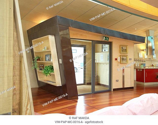 MAGGIE'S CENTRE, RAIGMORE HOSPITAL, INVERNESS, HIGHLAND, UK, PAGE & PARK, INTERIOR, MAIN ENTRANCE DOORWAY