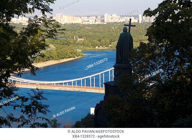 Ukraine, Kiev, Dnipro from Volodymiryrska Hirka park, statue of Volodymyr