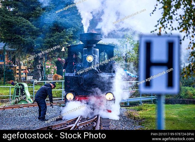17 October 2020, Mecklenburg-Western Pomerania, Klütz: In the rain, the 102-year-old brigade locomotive is being prepared for its first journey at the station