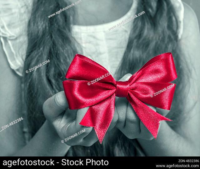 girl's hands holding christmas gift
