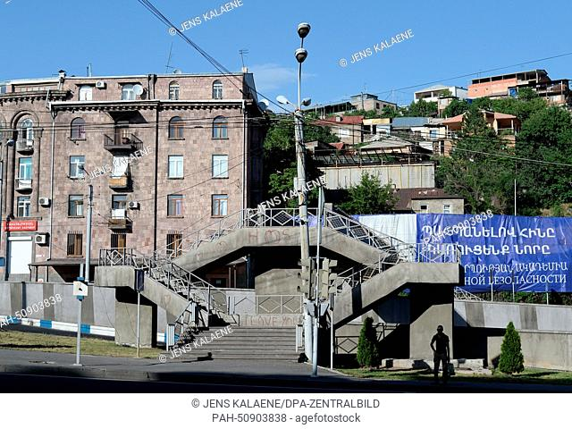 A view of residential buildings and a pedestrian bridge in Yerevan, Armenia, 22 June 2014. Photo: Jens Kalaene/dpa - NO WIRE SERVICE - | usage worldwide