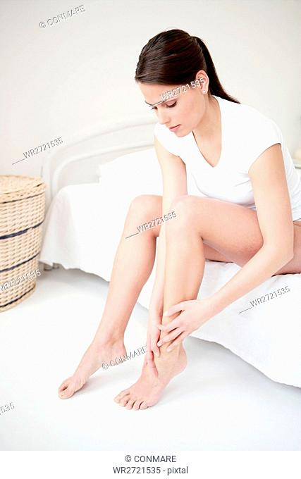 young, woman, skin care, beauty care, sitting, mod