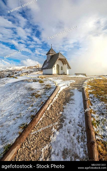 Chapel of Sant Anthony on the high plateau of Pralongia, near Corvara, Alta Badia , South Tyrol, Italy, Europe