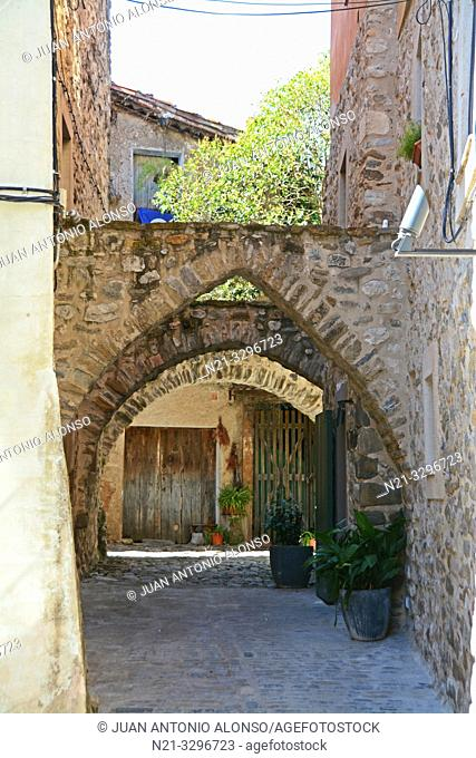 Hotel 3 Arcs. Medieval town of Besalú, La Garrotxa, Province of Girona, Catalonia, Spain, Europe