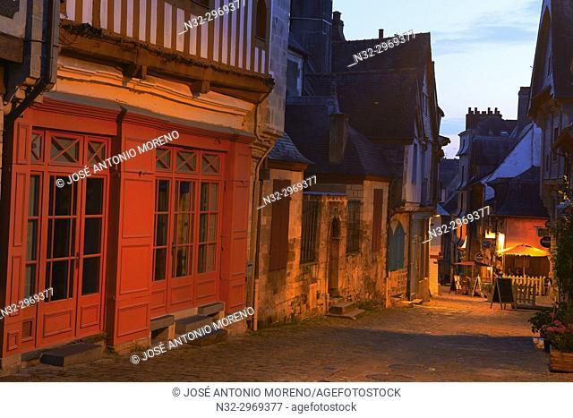 Vitre, Ille-et-Vilaine, Old Town, Dusk, Bretagne, Brittany, France