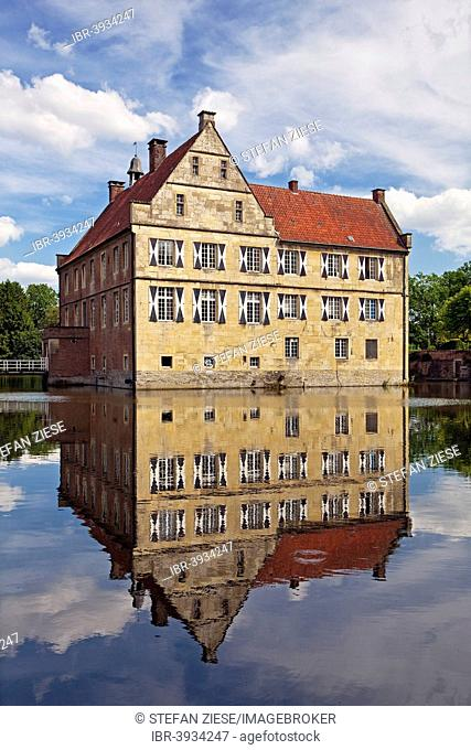 Burg Hülshoff Castle, birthplace of the poet Annette von Droste-Hülshoff, Havixbeck, Münsterland, North Rhine-Westphalia, Germany