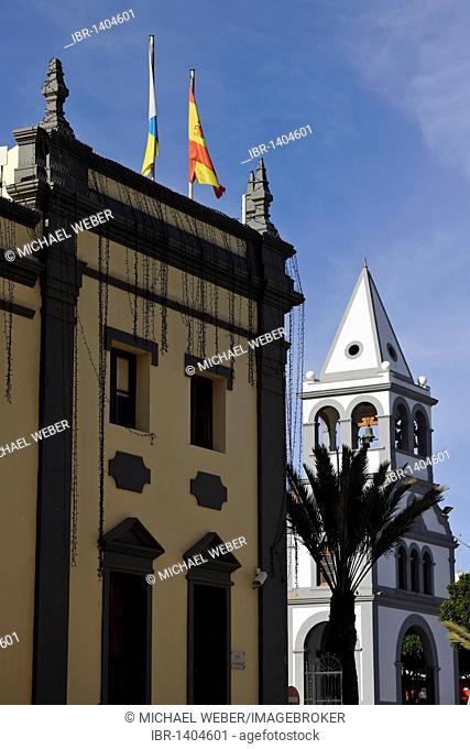Cabildo, seat of the island's government, left, parish church of Nuestra Senora del Rosario, Puerto del Rosario, Fuerteventura, Canary Islands, Spain, Europe