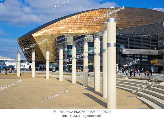Roald Dahl Plass, public plaza, with Wales Millennium Centre or Canolfan Mileniwm Cymru, Cardiff Bay, Cardiff, Caerdydd, Wales, United Kingdom, Europe